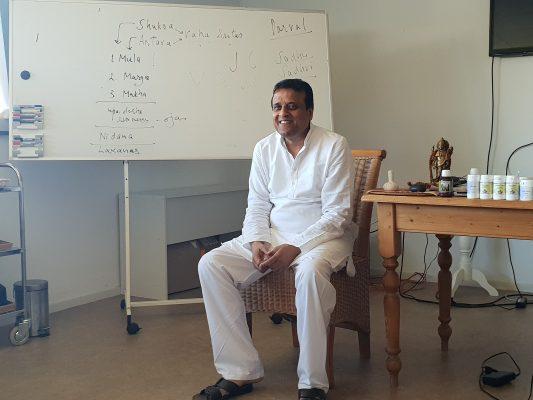 Dr. Naveen Gupta - Voortplantingsorganen - Ayurveda Wandelcoaching
